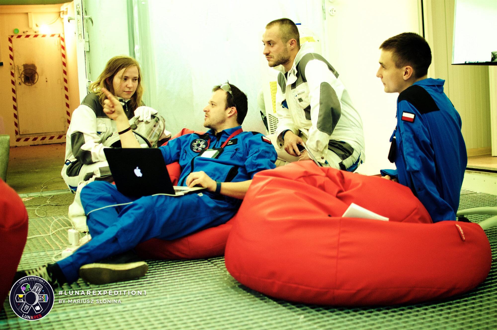 lunar-expedition-01/ND_20170821_215719_2359_001.jpg